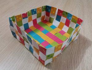 Créer une boîte en tissant du papier!