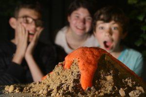 Expérience de l'éruption volcanique à la maison : activités enfants confinement