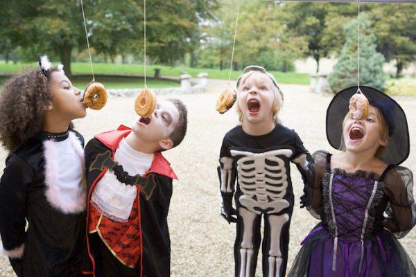Jeu enfant Halloween: la course aux donuts