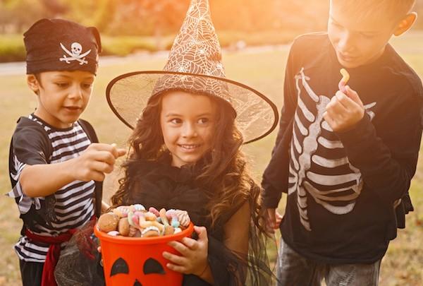 jeu Halloween: devine combien il y a de bonbons dans le pot?